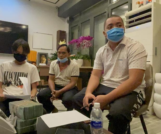 """Vừa nhận tiền xong, Hồ Văn Cường lại bị quản lý Phi Nhung 'dằn mặt"""""""